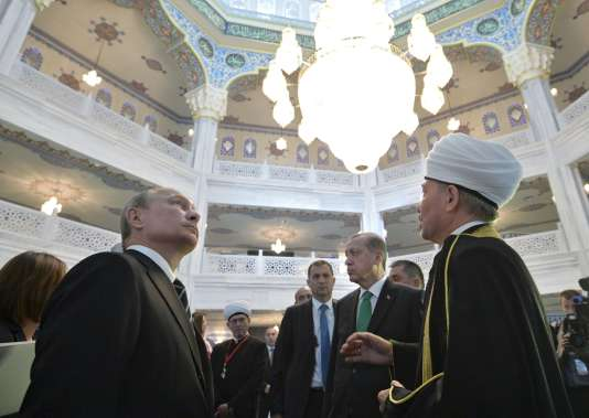 Vladimir Poutine et Recep Tayyip Erdogan dans la grande mosquée restaurée de Moscou, le 23 septembre.