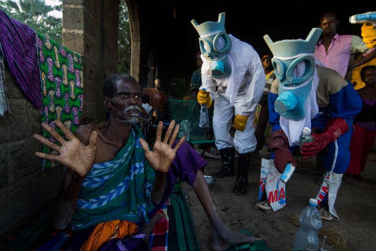 Le Temps Ebola (2014), une oeuvre de Bakary Emmanuel Daou qui sera présente aux 10e rencontres de Bamako, du 31 octobre au 31 décembre 2015.