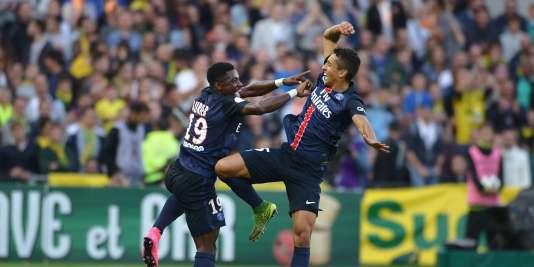 Les Parisiens Marquinhos (à droite) et Serge Aurier célèbrent le but de ce dernier, venant couronner la victoire à Nantes, le 26 septembre.
