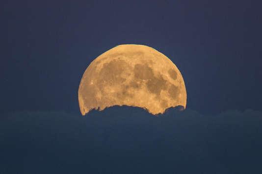 Cette éclipse sera visible dans la nuit de dimanche à lundi.