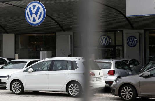 Un concessionnaire Volkswagen à Milan, le 27 septembre.