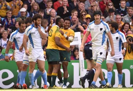 Le désarroi des Uruguayens après le dernier essai australien, dimanche à Birmingham.