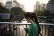 Un femme utilise son téléphone à Pékin en Chine le 22 septembre 2015.