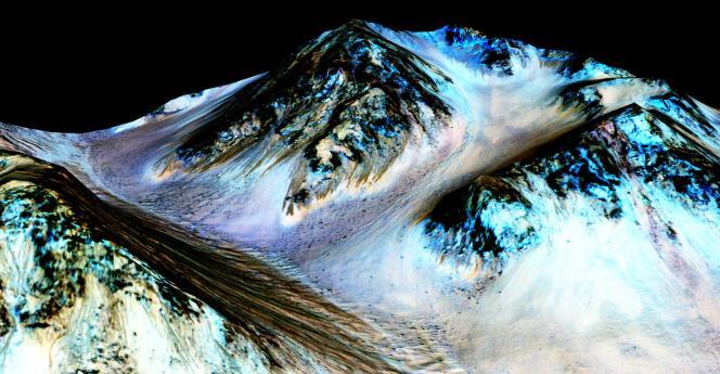 La NASA s'est penchée sur le cas de ces coulées sombres observées sur Mars lorsque la température y est plus clémente.