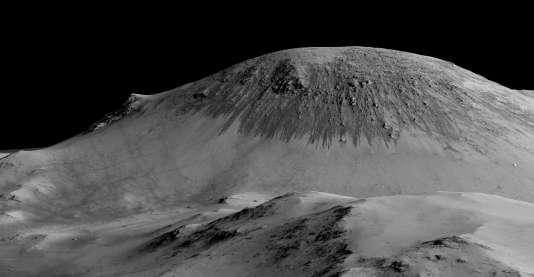 Ces coulées intermittentes sont situées sur une des pentes du cratère Horowitz.