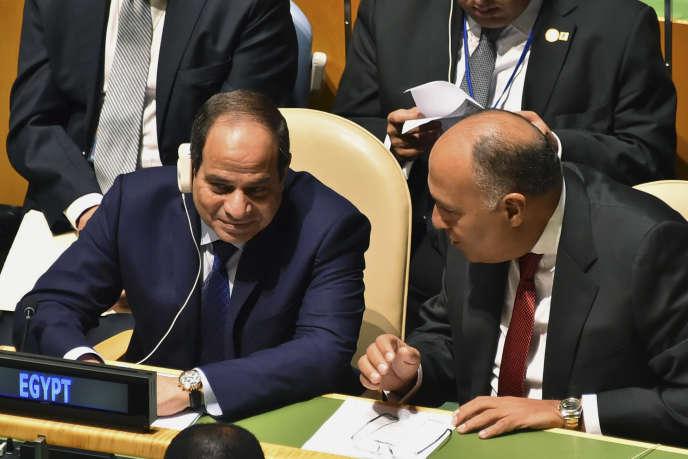 Le ministre égyptien de affaires étrangères Sameh Choukry parle au président Abdel Fattah Al-Sissi, lors de l'assemblée générale de Nations unies, le 28 septembre.