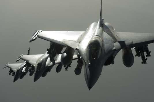Des avions Rafale de l'armée française en vol lors d'une opération en Syrie le 27 septembre 2015.