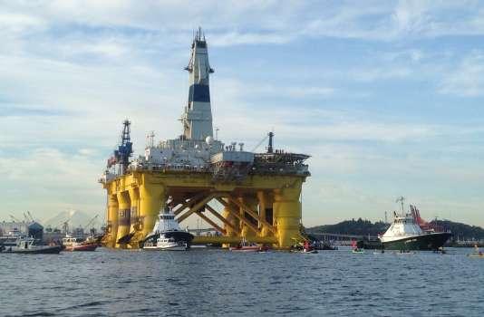 """La plate-forme de Shell, """"Polar Pioneer"""", à Seattle, en juin, avant son départ pour l'Alaska."""