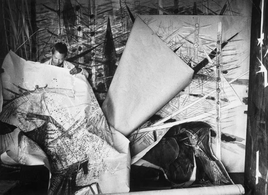 """« A partir de 1962, Wifredo Lam s'installe dans sa maison-atelier d'Albissola et partage son temps entre l'Italie et Paris. Son effort et ses intérêts se concentrent sur la gravure (et la céramique) et il produit, en collaboration avec des poètes (René Char, Alain Jouffroy, Gherasim Luca, etc.), plusieurs ouvrages majeurs de l'édition et de l'estampe contemporaines (""""Contre une maison sèche"""", """"Apostroph Apocalypse""""…). »"""