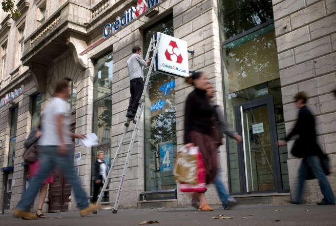 Une agence du Crédit Mutuel à Lyon en 2008.