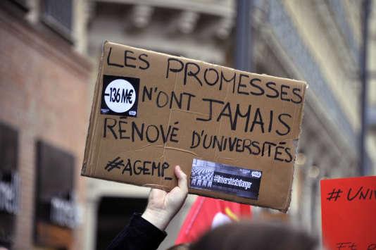 Manifestation à Toulouse en décembre 2014, contre les coupes dans le budget de l'éducation supérieure et de la recherche