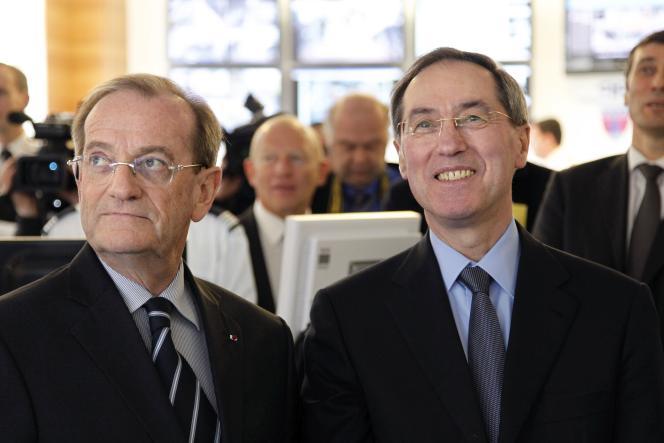 Michel Gaudin, Préfet de Police de Paris et Claude Guéant, à l'époque Ministre de l'Intérieur, en mars 2011 à Paris.
