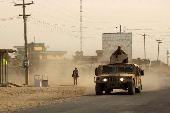 Dans la province de Kunduz, oùles insurgés talibans sont très présents, les forces de sécurité afghanes patrouillent.