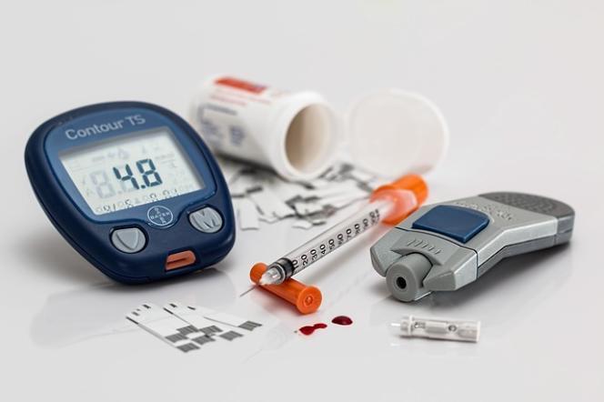 Dispositif de contrôle du diabète et d'injection d'insuline.