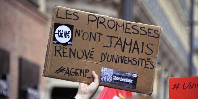 Une manifestation à l'initiative du mouvement Sciences en marche, à Toulouse, le 11 décembre 2014.