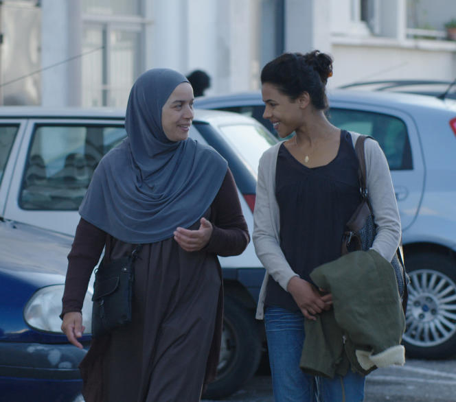 Soria Zeroual et Zita Hanrot dans le film français de Philippe Faucon,