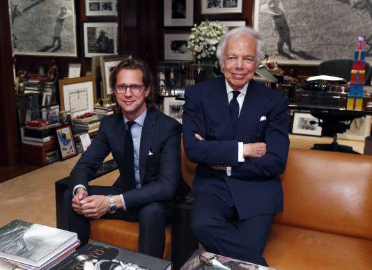 Le designer Ralph Lauren, dans son bureau le 29 septembre avec Stefan Larsson, le patron de la marque Old Navy qui va prendre sa suite à la tête du groupe Ralph Lauren.