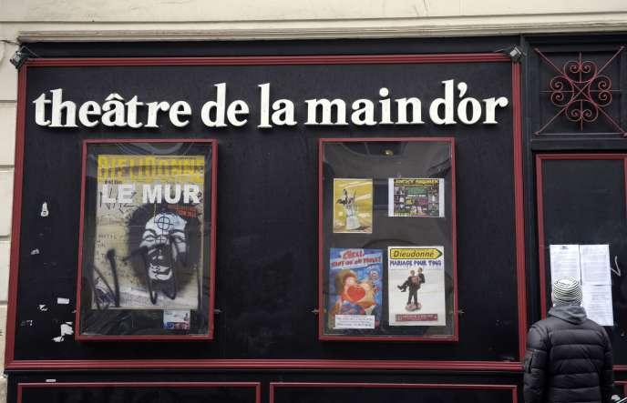Le tribunal de Bobigny a donné raison, vendredi 9 octobre, au groupe Madar, qui a refusé de louer à Dieudonné un espace de 1 500 mètres carrés à Saint-Denis. Le 29 septembre, c'était le tribunal de grande instance de Paris qui avait validé la demande d'expulsion du polémiste du théâtre de la Main d'or.