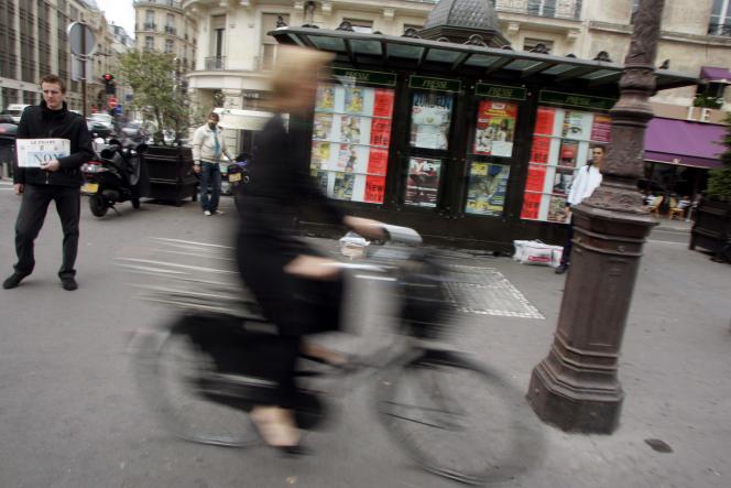 « Reporter citoyen » pourrait s'arrêter. La région Ile-de-France a refusé de reconduire sa subvention de 35000 euros pour 2016, environ 25% du budget (photo: kiosque parisien).
