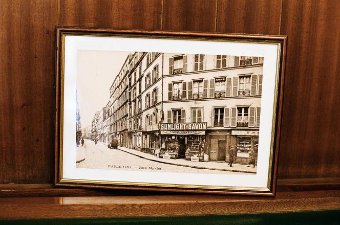 Photo ancienne du croisement des rues Myrha et Stéphenson.