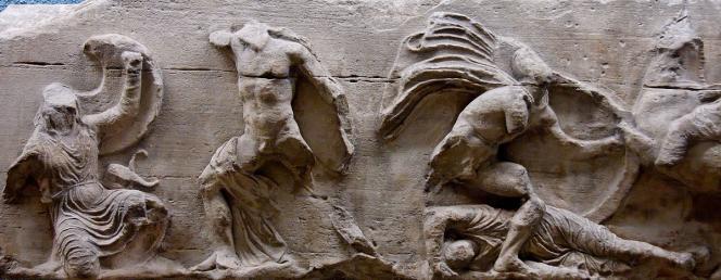 Frise du temple d'Athéna Nikè, sur l'Acropole.