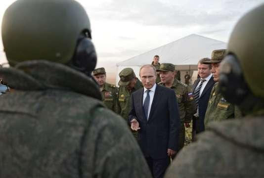Le président russe, Vladimir Poutine, lors d'une rencontre avec des militaires russes, dans la région d'Orenbourg, en Russie, le 19 septembre.