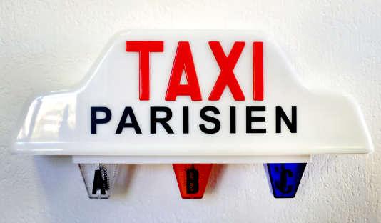 Un précédent mouvement, en juin 2015, avait été émaillé de violences. A l'époque, les chauffeurs de taxi s'élevaient contre UberPOP, service à bas coût désormais interdit du géant américain deVTCUber.