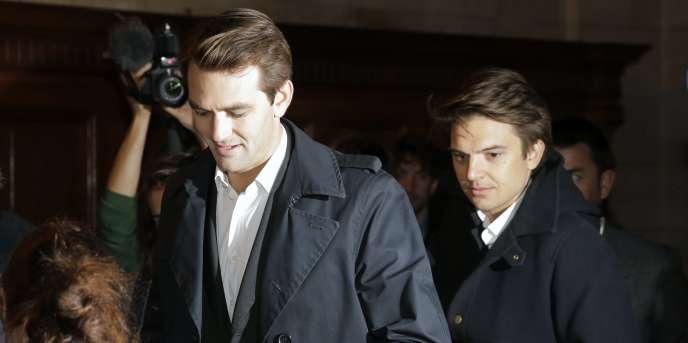 Thibaud Simphal, 34 ans, et Pierre-Dimitri Gore-Coty, 31 ans, les deux dirigeants d'Uber poursuivis par la justice française, à Paris, le 30 septembre 2015.