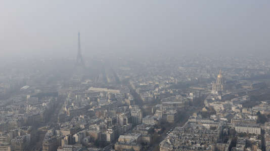 Episode de pollution de l'air à Paris le 18 mars 2015.