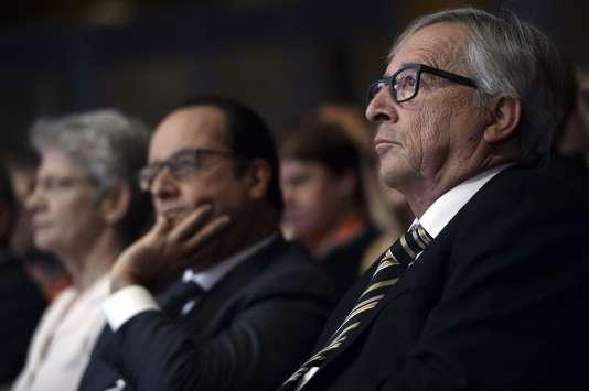 Le président de la République, François Hollande, et celui de la Commission européenne, Jean-Claude Juncker, en septembre 2015. Le Fonds européen pour les investissements stratégiques (FEIS), nom technique du «plan Juncker», a été officiellement créé en juillet 2015.