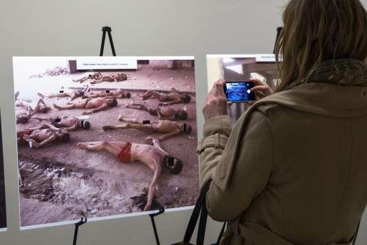 Les photographies font partie d'une série de 55000, sortie clandestinement de Syrie l'an dernier par «César».