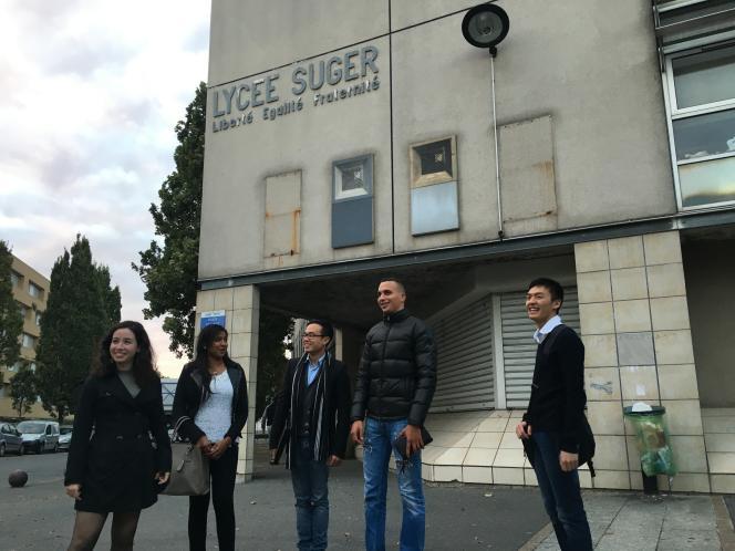 Myriam, Neerashaa, David, Yannis et Thomas ont fondé l'association des anciens élèves du lycée Suger.
