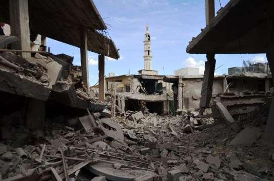 Des bâtiments en ruines, à Talbissé, dans la province de Homs, le 30 septembre.