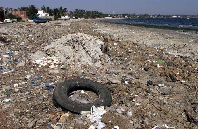 La très polluée baie de Hann à Dakar, en 2002.