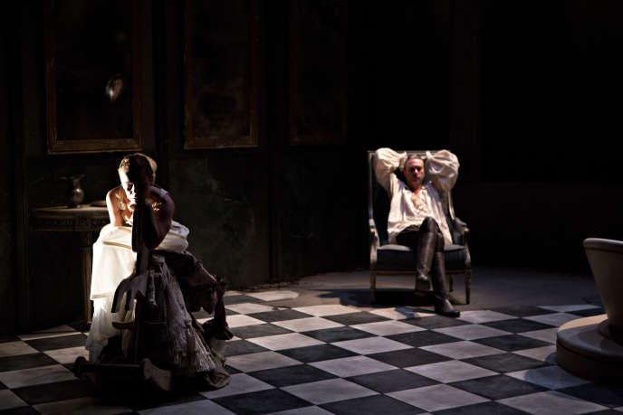 Marie-Laure Crochant (Merteuil) et Laurent Sauvage (Valmont) dans