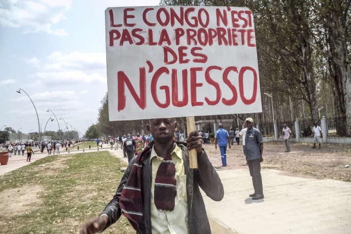 Un manifestant lors d'un rassemblement anti-Denis Sassou Nguesso, le 27 septembre  à Brazzaville (République du Congo).