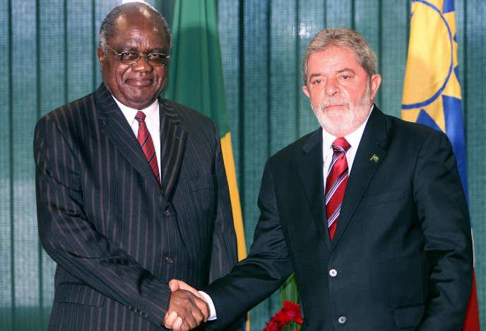 Luiz Inacio Lula da Silva (à droite )et le président de Namibie Hifikepunye Pohamba, le  11 février 2009, à Brasilia.