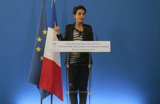 Najat Vallaud-Belkacem en conférence de presse au Ministère de l'Éducation à Paris le 30 septembre 2015.
