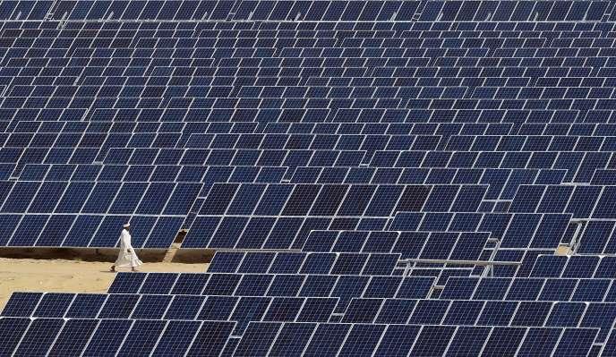 Un parc photovoltaïque à Bhadla, dans l'ouest de l'Inde, en août 2015.