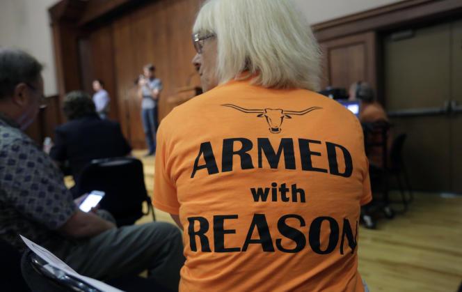 Débat à Austin, le 30 septembre, sur l'extension des autorisations des ports d'armes dans les établissements universitaires au Texas.