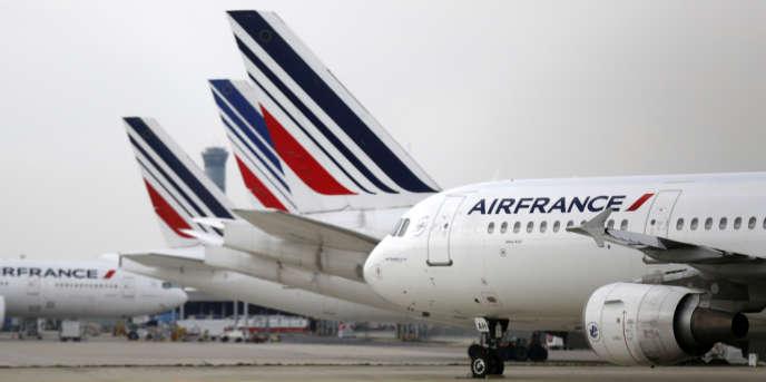 En moyenne , les coûts d'Air France sont encore supérieurs de 25 % à ceux de ses rivales.
