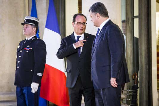 Le président François Hollande et son homologue ukrainien, Petro Porochenko, au palais de l'Elysée, vendredi 2 octobre 2015, à Paris.