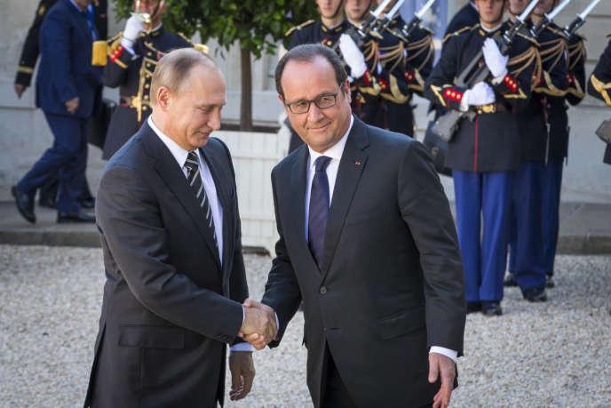 François Hollande accueille Vladimir Poutine à l'occasion d'un sommet sur la situation en Ukraine au palais de l'Elysée.
