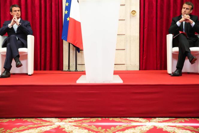 Manuel Valls, premier ministre, et Emmanuel Macron, ministre de l'économie, le 22juillet, à l'Elysée.