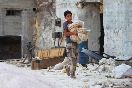 Dans la ville de Latamneh, dans le nord-ouest de la Syrie, bombardée par l'aviation russe mercredi 30 septembre.