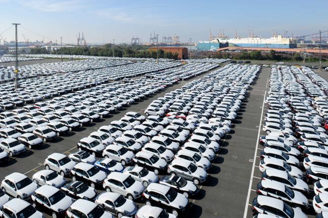 Près de deux semaines après l'éclatement du scandale Volkswagen, la France a lancé des tests sur une centaine de véhicules à moteur diesel pour détecter d'éventuelles fraudes à la pollution.
