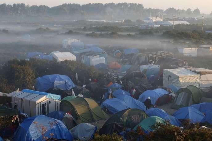 Dans la «jungle» de Calais, 3000personnes campent dans des abris de fortune.