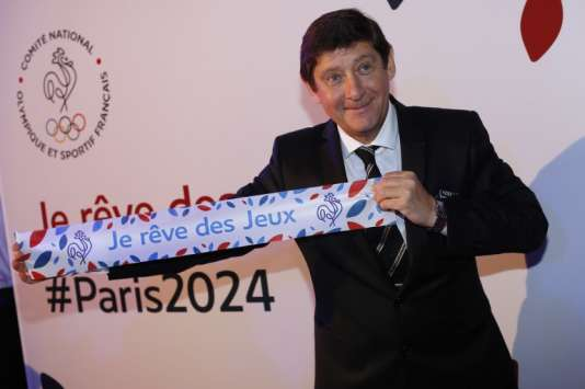 Patrick Kanner, le ministre de la ville, des sports et de la vie associative, lors du lancement de la campagne «Je rêve des Jeux», le  25 septembre, à Paris.
