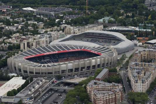 Le Parc des Princes (au premier plan, devant le stade Jean-Bouin), dans le 16e arrondissement de Paris.