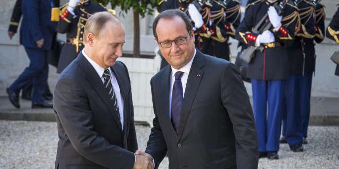 François Hollande accueille Vladimir Poutine à l'occasion d'un sommet sur la situation en Ukraine auu Palais de l'Elysée, Vendredi 2 octobre 2015 - 2015©Jean-Claude Coutausse / french-politics pour Le Monde